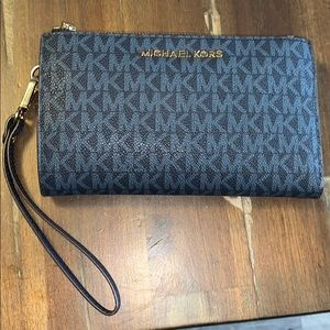 Michael Kors Smartphone Wallet 💙🖤